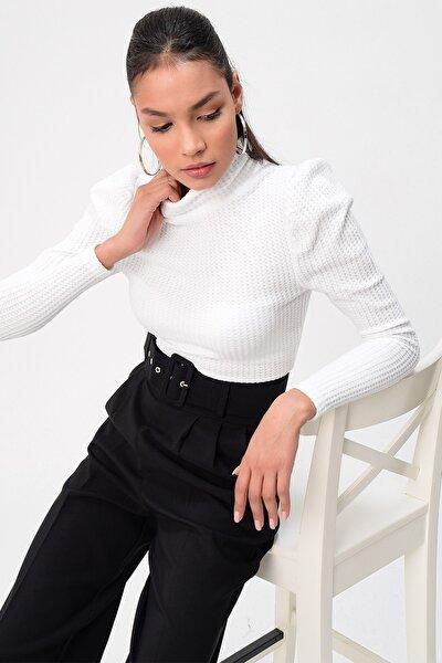 Omuzu Büzgülü Bogazlı Triko Bluz Beyaz