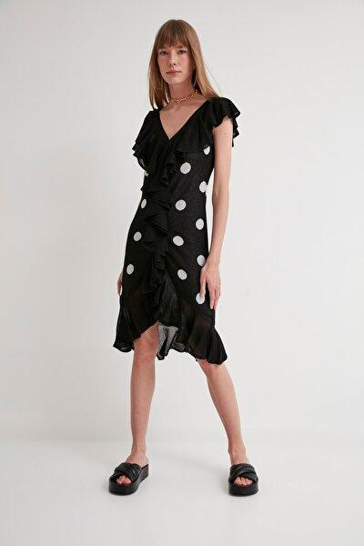 Puantiyeli Fırfırlı V Yaka Triko Elbise-siyah