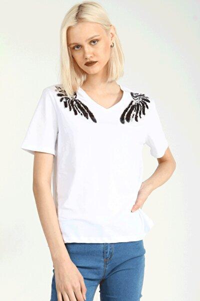 Beyaz V Yaka Pullu Omuz Detaylı Kısa Kollu Kadın Tshirt