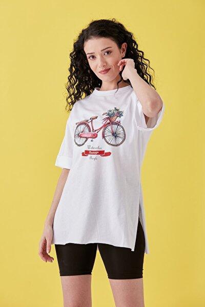 Kadın Beyaz Bisiklet Baskılı Duble Kol Yanı Yırtmaçlı T-Shirt