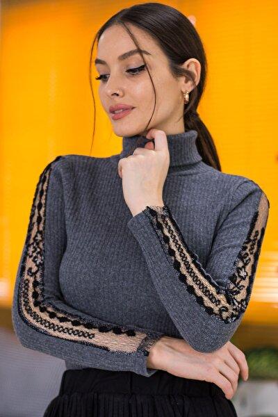 Kadın Antrasit Boyunlu Kolu Dantel Detaylı Triko Kazak ARM-21K001056