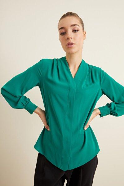 Kadın Yeşil V Yaka Gömlek