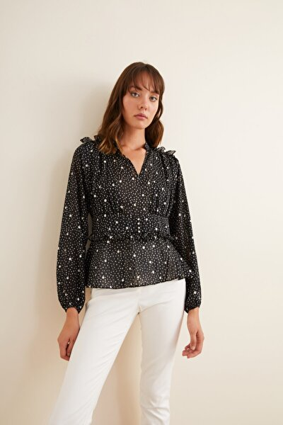 Kadın Siyah Desenli Omuzları Fırfırlı Bluz