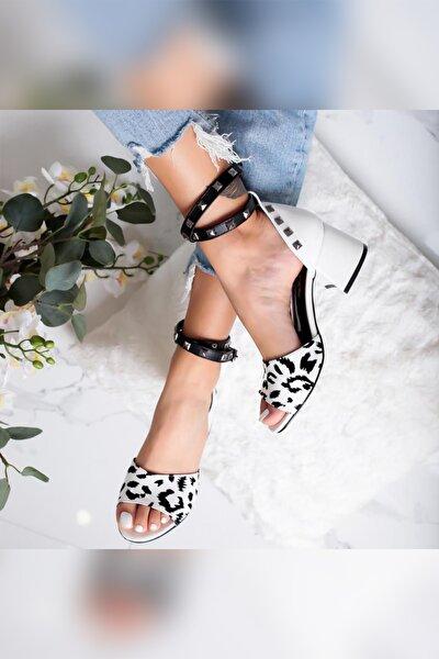 Madeline Siyah/beyaz Zımbalı Alçak Kalın Topuklu Sandalet