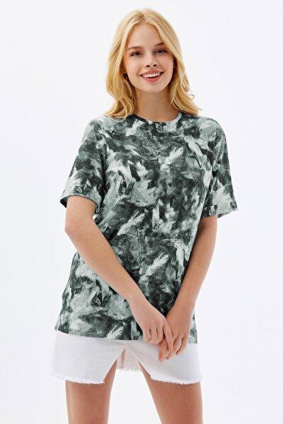 Kadın Yeşil Baskılı Yırtmaçlı Kısa Kollu Tişört Y20s110 3124