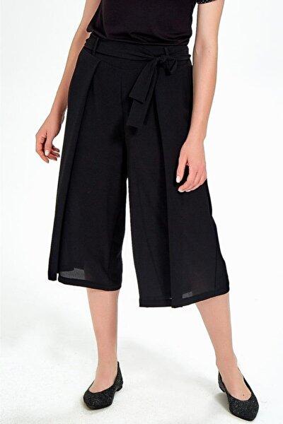 Kadın Siyah Beli Lastikli Ve Kuşaklı Bol Kısa Pantolon
