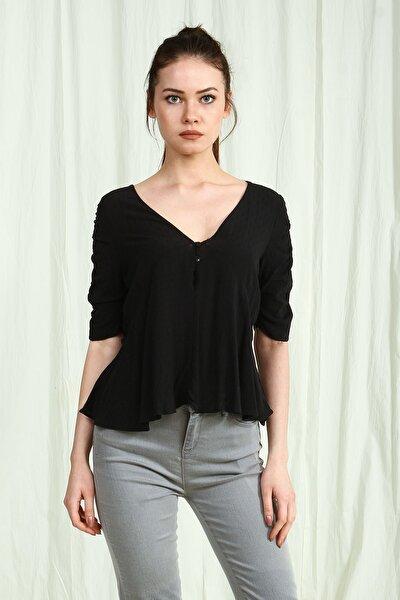 Siyah V Yaka Önü Düğme Detaylı Kadın Bluz