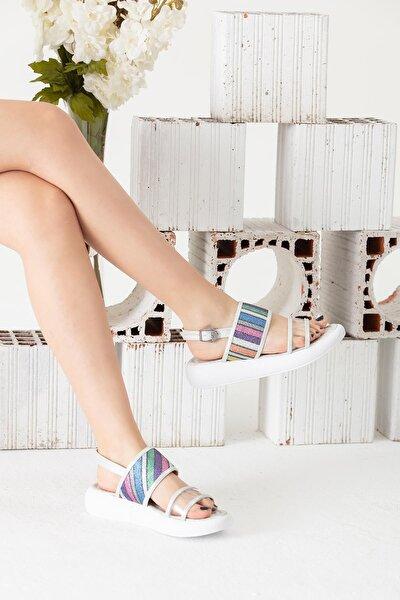 Gümüş Renkli Motifli Sandalet