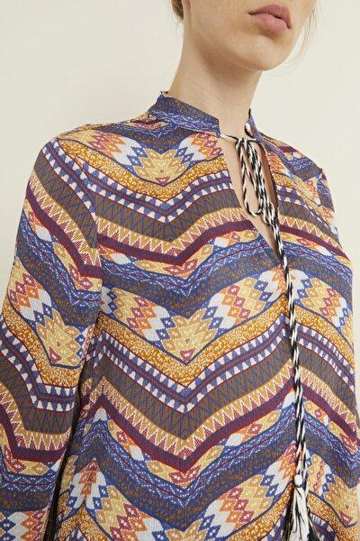 Kadın Lacivert Yakası Püsküllü Desenli Bluz