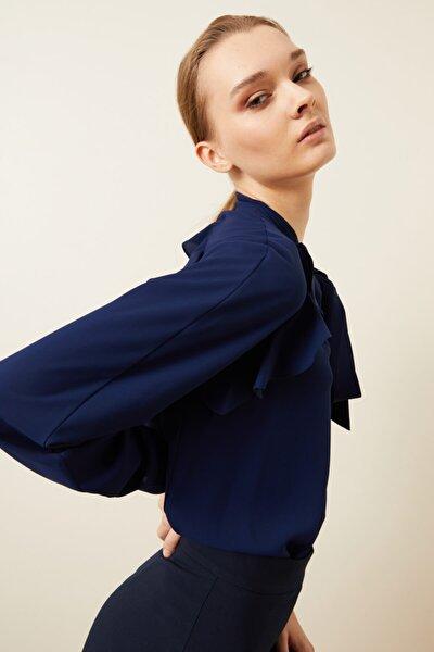 Kadın Lacivert Yakası Fularlı Volanlı Bluz