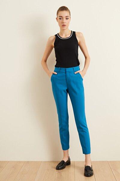 Kadın Mavi Paçası Yırtmaçlı Cepli Pantolon
