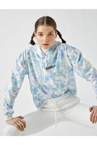 Kadın Mavi Kapüsonlu Batik Desenli Sloganli Sweatshirt