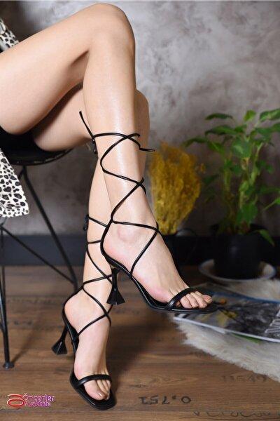 Siyah Ipli Kadın Topuklu Ayakkabı