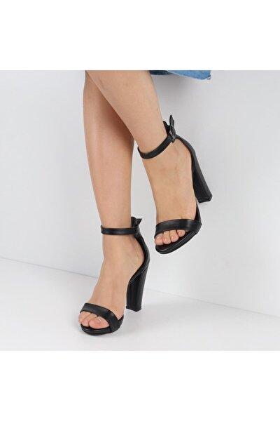 Kadın Siyah Bilek Kemerli Topuklu Ayakkabı F120