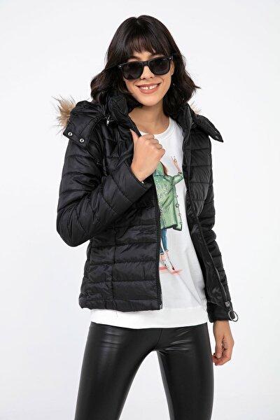 Kadın Siyah Şapkası Kürklü Şişme Mont S-20k2060011
