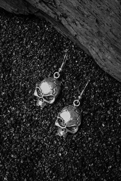 Çatlak Kurukafa Figürlü Motorcu Tarzı Eskitme Gümüş Kaplama Küpe
