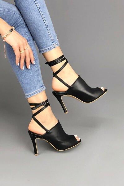 Kadın Siyah Cilt Bilekten Dolamalı Ayakkabı