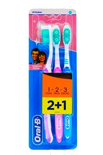 Oral B Diş Fırçası 3 Effect Delicate White Medium 40 2+1