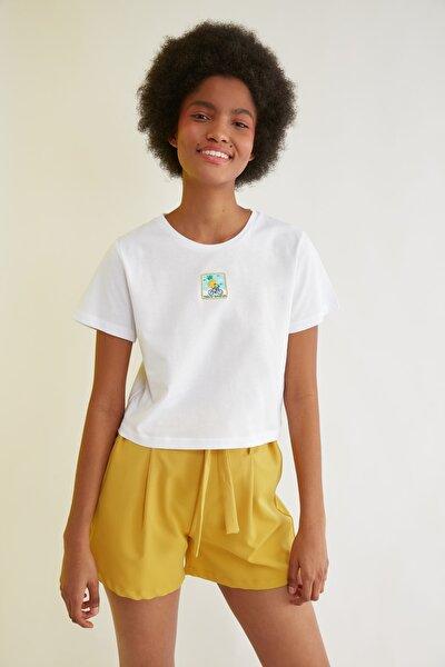 Beyaz Baskılı Crop Örme T-Shirt TWOSS21TS1874