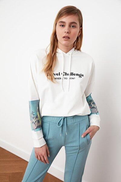 Beyaz Baskılı Boyfriend Örme Sweatshirt TWOSS21SW0148