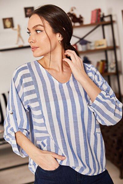 Kadın Mavi V Yaka Çizgili Salaş Bluz ARM-21K001104