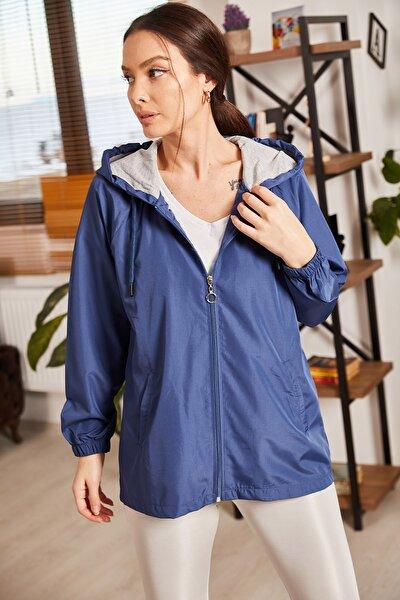 Kadın Lacivert Kapüşonlu Önü Fermuarlı Cepli Astarlı Yağmurluk ARM-21K083005