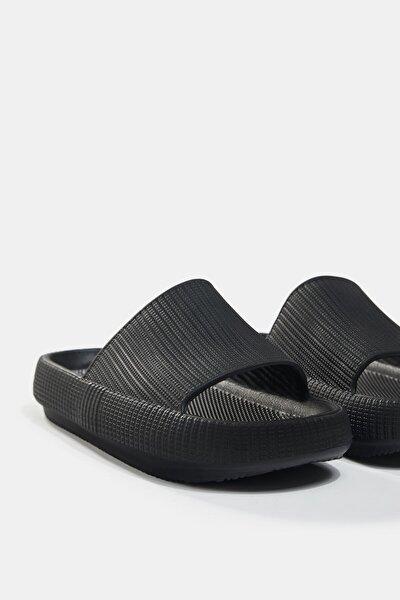 Dokulu Düz Sandalet