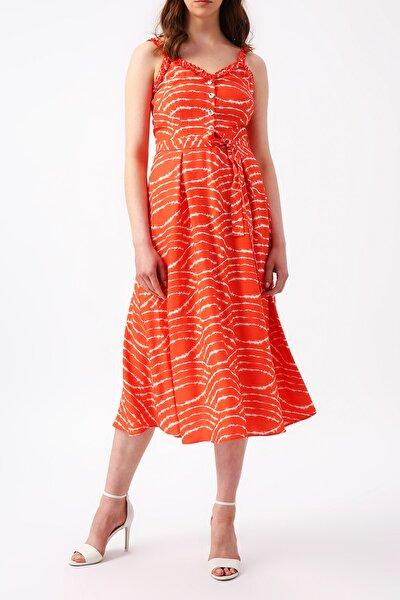 Kadın Beli Kuşaklı Yakası Ve Askısı Detaylı Desenli Midi Elbise