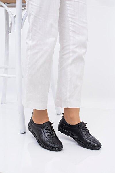 Genç Kadın -  Ortapedik Ayakkabı