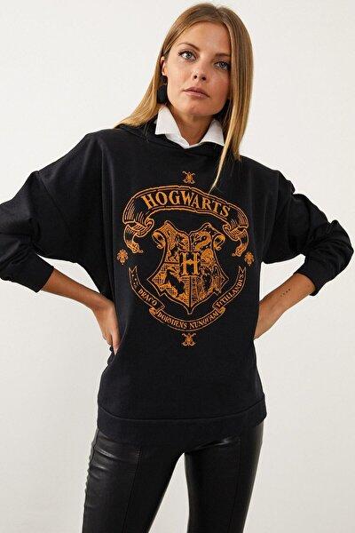 Kadın Siyah Hogwarts Önü Baskılı Kapüşonlu Sweatshirt Mrbc0101