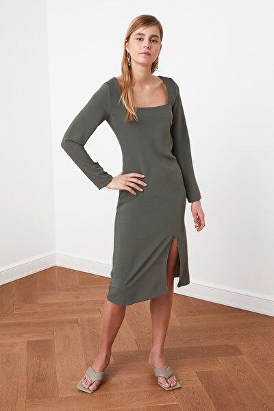 Yeşil Kare Yaka Yırtmaç Detaylı Elbise TWOSS21EL0366