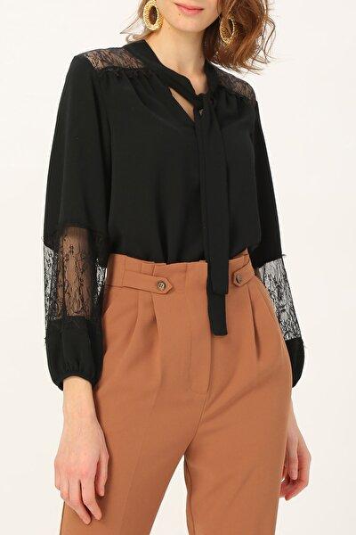 Kadın Dantel Detaylı Boyundan Bağlamalı Siyah Bluz %95 Polyester %5 Elastane