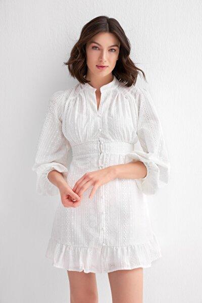 Kadın Beyaz İşlemeli Elbise