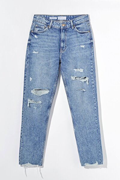 Distressed Comfort Slim Fit Jean