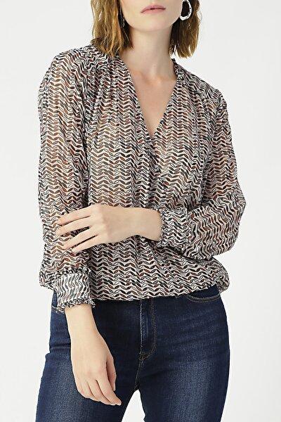 Kadın Kruvaze Yaka Kolu Fırfırlı Desenli Bluz %99 Polyester %1 Metallıc