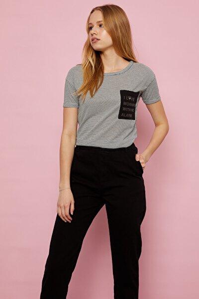 Cebi Baskılı Çizgili T-shirt