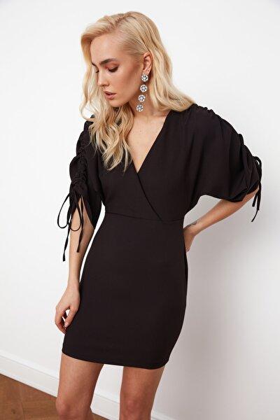 Siyah Kolda Büzgü Detaylı Elbise TPRSS21EL0148