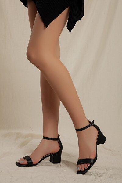 Kadın Siyah Klasik Düşük Topuklu Tek Bant Ayakkabı D0225