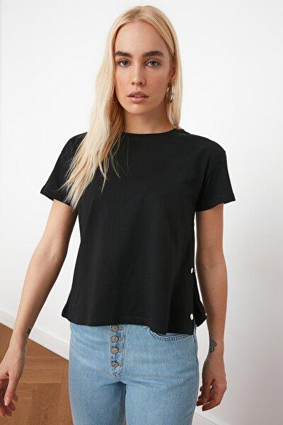 Siyah Yanları Çıtçıtlı Örme T-Shirt TWOSS20TS0745
