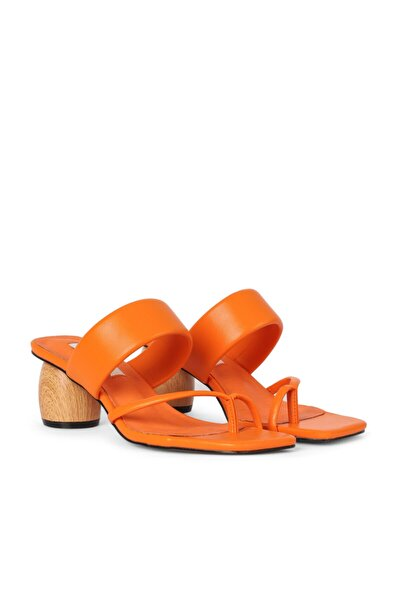 Topuk Detaylı Sandalet