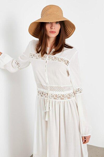 Kadın Beyaz Dantel Şeritli Uzun Ceket IS1200005115002