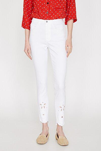 Kadın Beyaz Normal Bel Dar Kesim Paça Detaylı Pantolon 9YAK43323MW