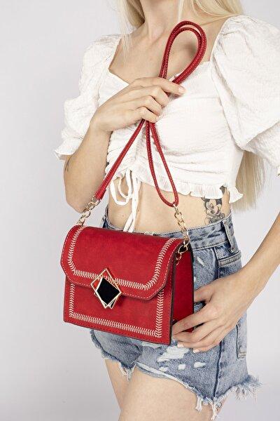 Aynı Butikte 2. Ürün 1 TL Kırmızı Kadın Kapaklı Nakışlı Çapraz Çanta