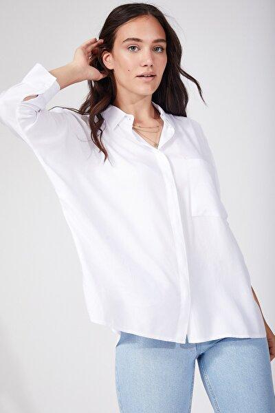 Kadın Beyaz Cepli Salaş Viskon Gömlek DD00691