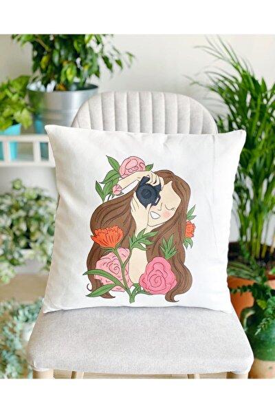Yastık Kılıfı - Kırmızı Çiçekli Fotoğrafçı Kız Kırlent Kılıfı