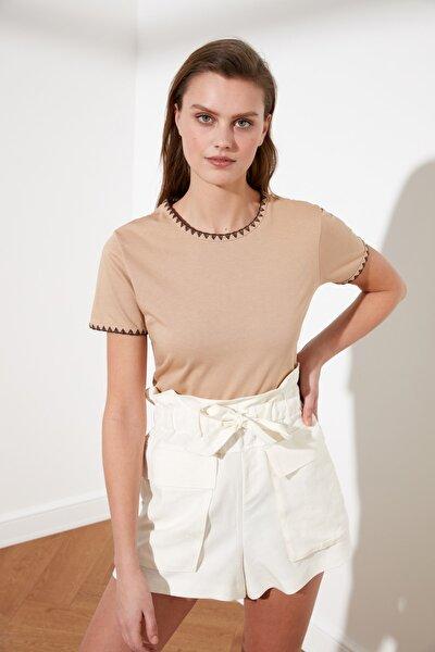 Camel Yakası Nakışlı Basic Örme T-Shirt TWOSS19AD0085