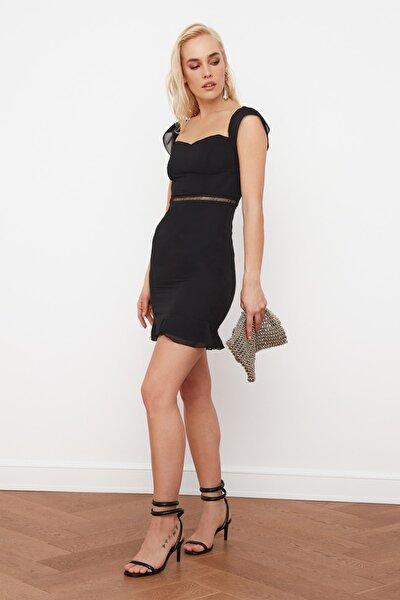 Siyah Beli Aksesuarlı Carmen Yaka Elbise TPRSS21EL0144