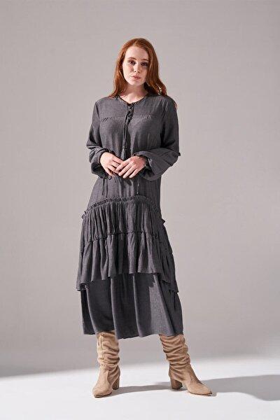 Kolları Büzgülü Kat Detaylı Elbise (Gri)