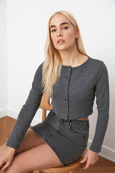 Antrasit Düğmeli Crop Örme Bluz TWOAW21BZ0115