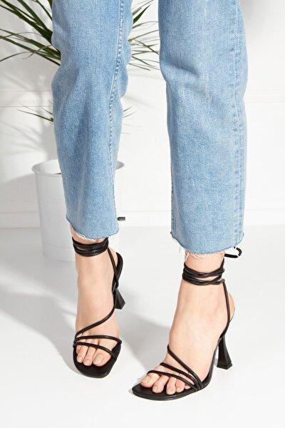 Kadın Siyah Bantlı Topuklu Ayakkabı